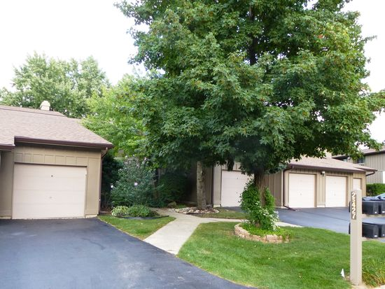 2S427 Emerald Green Dr # 39H, Warrenville, IL 60555