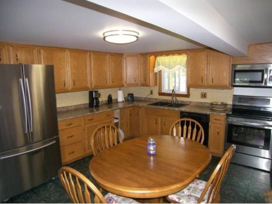 10 Pawtucket Ave, Claremont, NH 03743