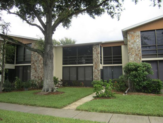 5400 34th St W APT 3K, Bradenton, FL 34210