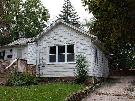 423 Ridgeland Ave, Woodstock, IL 60098