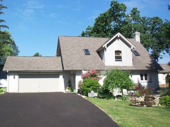 102 Harding Ave, Fox River Grove, IL 60021