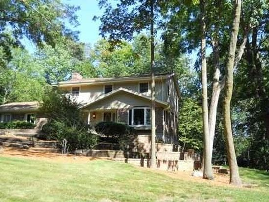 W223N7636 Cherry Hill Rd, Sussex, WI 53089