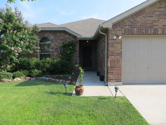 709 Meadowedge Ln, Denton, TX 76207