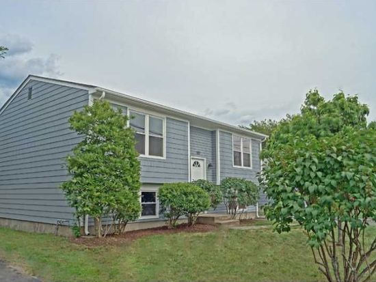 90 Courtney Ave, Pawtucket, RI 02861