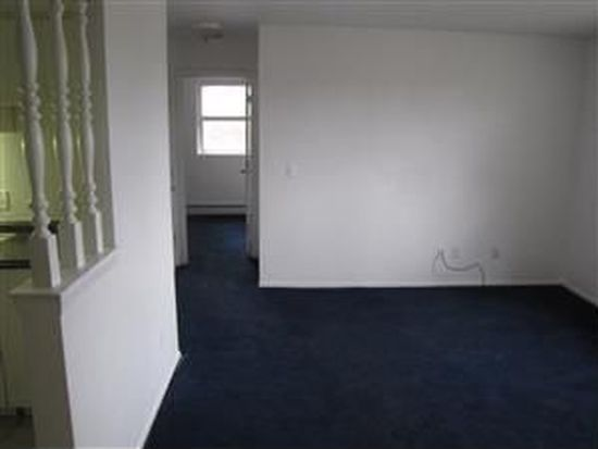 4225 NW 11th St APT 3, Des Moines, IA 50313
