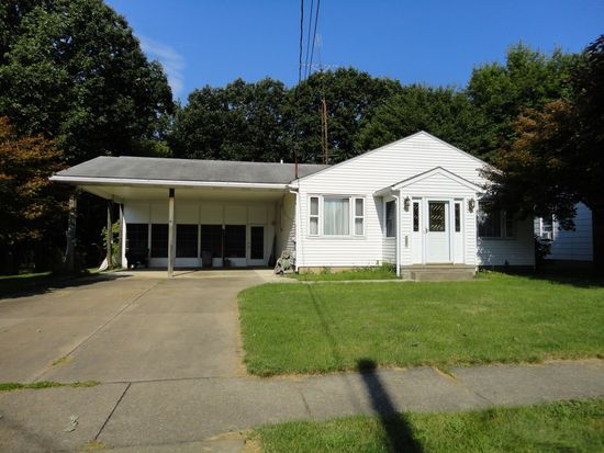 811 Sunset Ave, Grove City, PA 16127