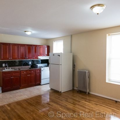 152 E 39th St APT 1R, Brooklyn, NY 11203