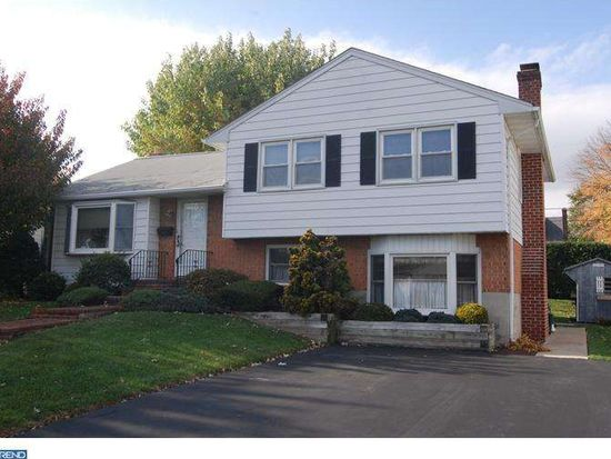 208 Shakespeare Dr, Reading, PA 19608