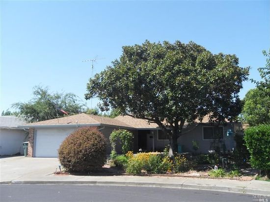 366 Elsinore Dr, Vacaville, CA 95687