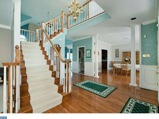 6 Bayberry Dr, Broomall, PA 19008