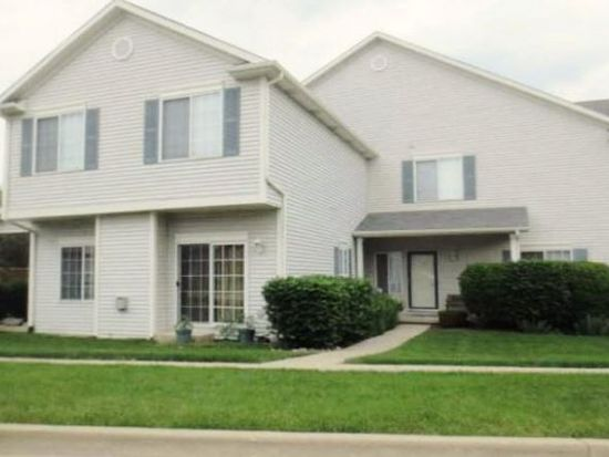 1094 Castleshire Dr, Woodstock, IL 60098