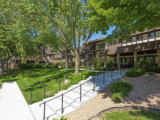 205 Barry Ave S APT 301, Wayzata, MN 55391