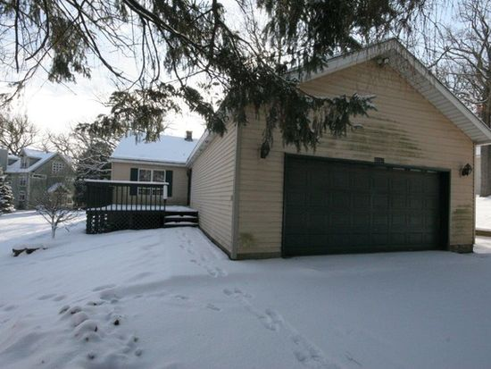 28585 W Edgewood Ave, Cary, IL 60013