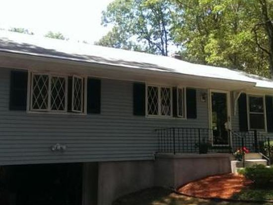10 Carrier Ave, Attleboro, MA 02703