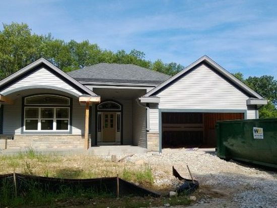 663 Yellowstone Dr, Hartford, WI 53027