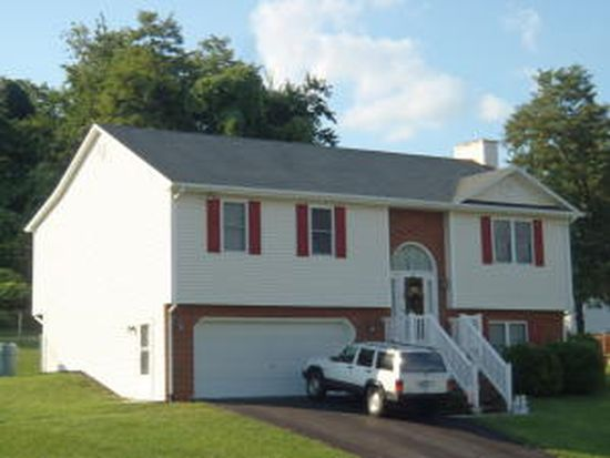1709 Warner Pl, Vinton, VA 24179