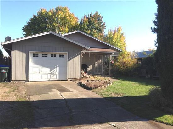 205 S Buchanan Ave, Eagle Point, OR 97524