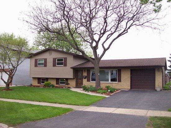 7460 Cumberland Dr, Hanover Park, IL 60133
