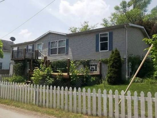 5 S 1st St, Youngwood, PA 15697