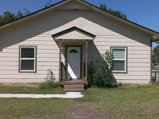 202 E 11th St, Claremore, OK 74017