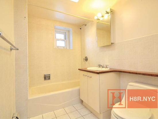 6347 Booth St APT 3A, Flushing, NY 11374