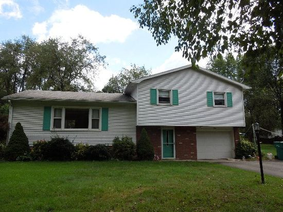 3 Oakview Dr, Greenville, PA 16125