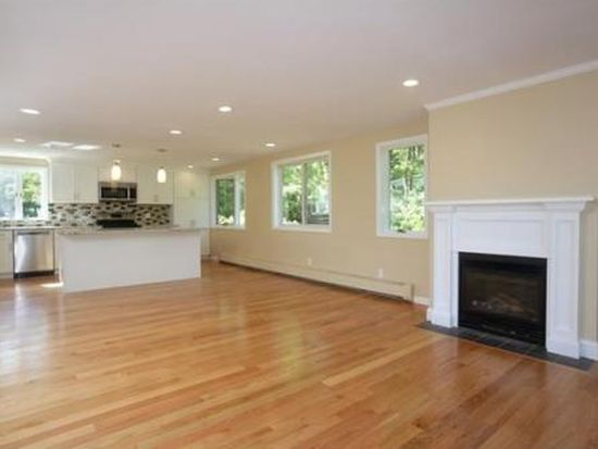 10 Jefferson Ave, Sharon, MA 02067