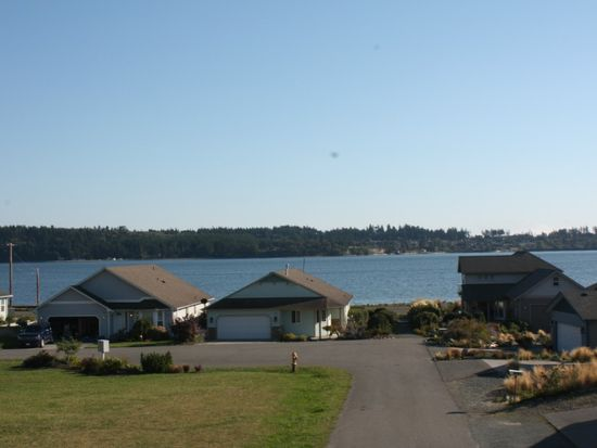 1084 Landing Cir, Oak Harbor, WA 98277