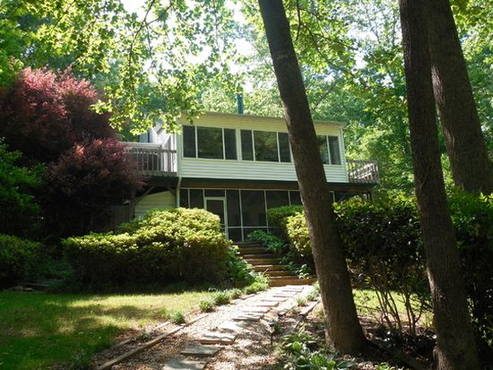 1555 Riverside Dr, Lexington, NC 27292