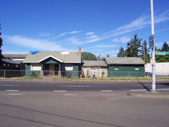 9625 SE Woodstock Blvd, Portland, OR 97266