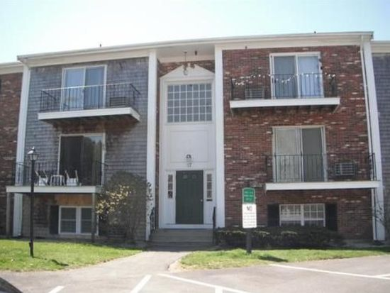 17 Chapel Hill Dr APT 9, Plymouth, MA 02360