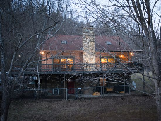 374 Old Farm School Rd, Asheville, NC 28805