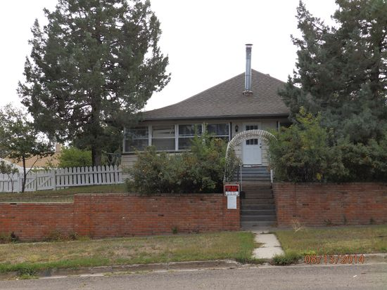 909 Arapahoe St, Thermopolis, WY 82443