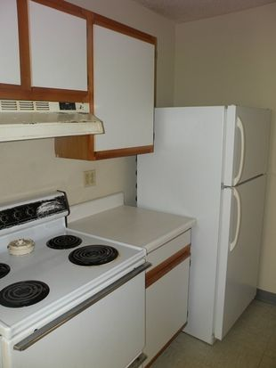 124 Bartlett St APT 5, Lewiston, ME 04240
