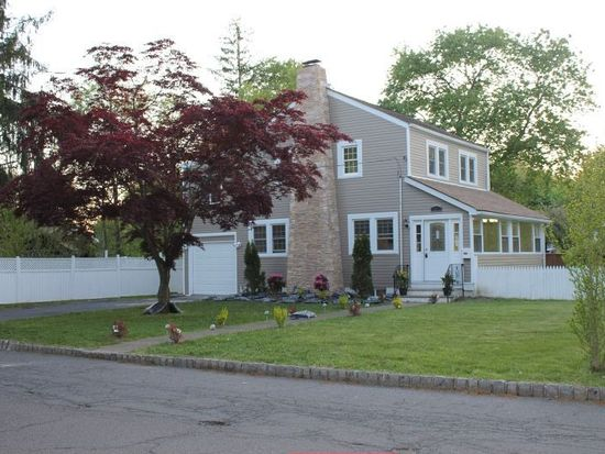 130 Meadowbrook Rd, Livingston, NJ 07039