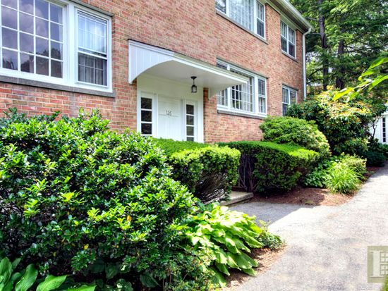 126 Heritage Hill Rd APT A, New Canaan, CT 06840