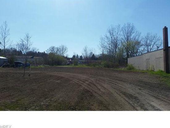 209 Cherry Ave, Chardon, OH 44024