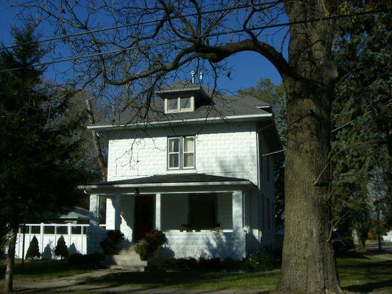 300 Meadow Ave, Woodstock, IL 60098