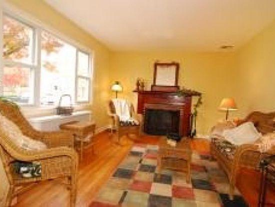 33 Pinetree Ln, Morris Plains, NJ 07950