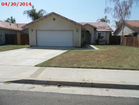 945 Cedarwood St, Hanford, CA 93230
