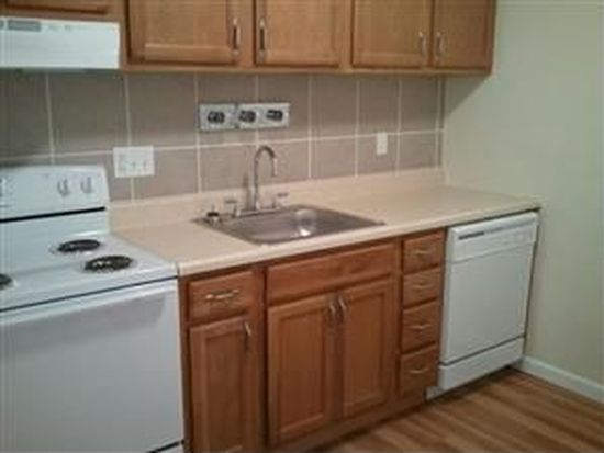2408 Laclede Station Rd APT 5, Maplewood, MO 63143