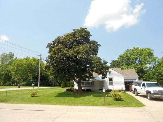4967 S 28th St, Milwaukee, WI 53221
