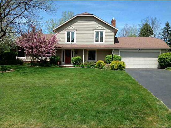 25 Rolling Meadows Way, Penfield, NY 14526