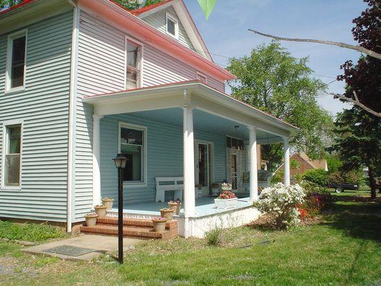 6247 Main St, Mount Jackson, VA 22842