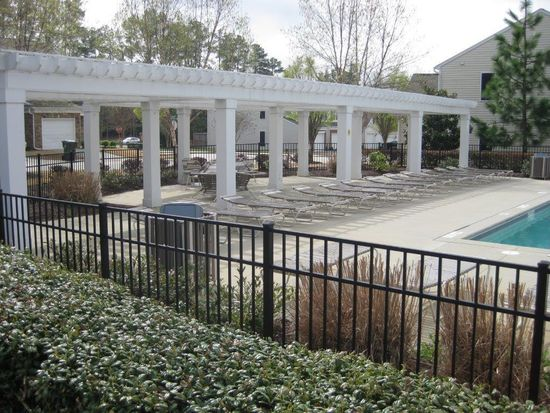 8317 Pilots View Dr, Raleigh, NC 27617