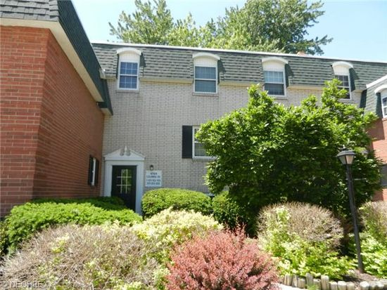4789 Columbia Rd APT 205, North Olmsted, OH 44070