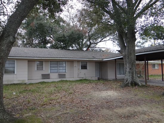 8495 Newfield Ln, Beaumont, TX 77707