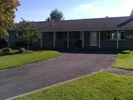 24 Eisenhower Dr, Lockport, NY 14094