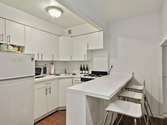 211 Thompson St APT GLH, New York, NY 10012