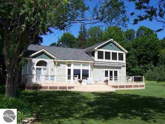 10196 Elk Lake Trl, Williamsburg, MI 49690